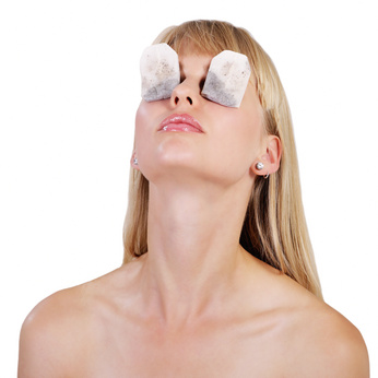 Tränensäcke entfernen mit Teebeutel